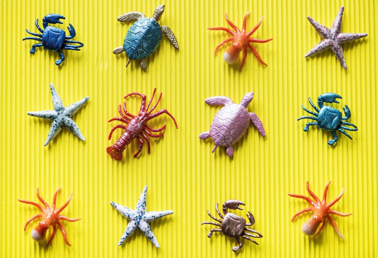 Sjødyr lagd av plast